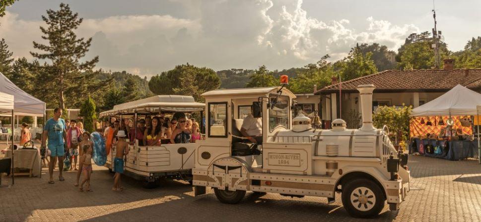 Camping Norcenni Girasole village trein