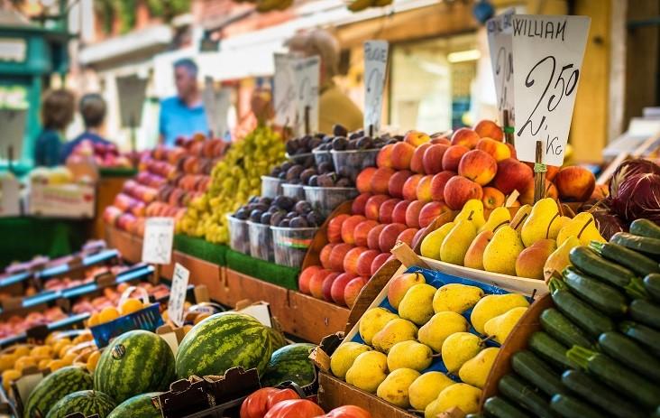 Heerlijke verse groente en fruit vind je op de markt bij het Gardameer