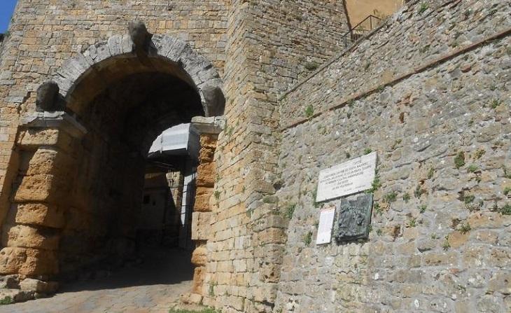 Porta all' Arco Volterra