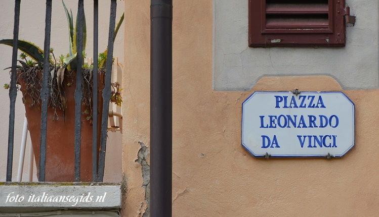 Piazza Leonardo da Vinci, Toscane