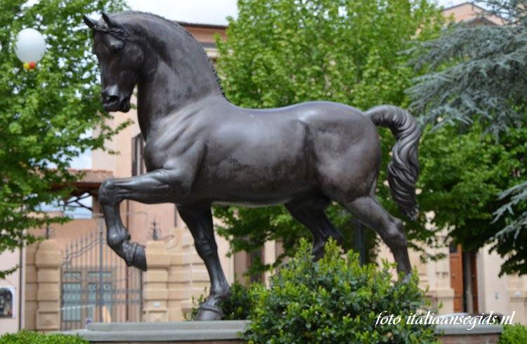 The Horse Nina Akami, Piazza della Liberta in Vinci