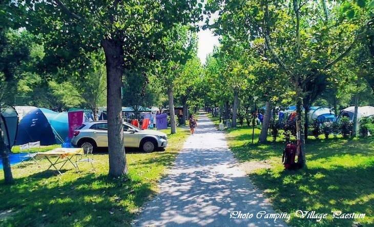 beschutte staanplaatsen bij Camping Village Paestum (bron: beschutte staanplaatsen bij Camping Village Paestum (bron: campingpaestum.it)