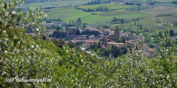 uitzicht op Vinci vanaf het geboortehuis van Leonardo in Anchiano
