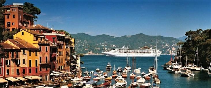 Vele toeristen adoreren sprookjesachtig Portofino