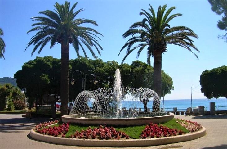 prachtig versierde promenade van Pietra Ligure