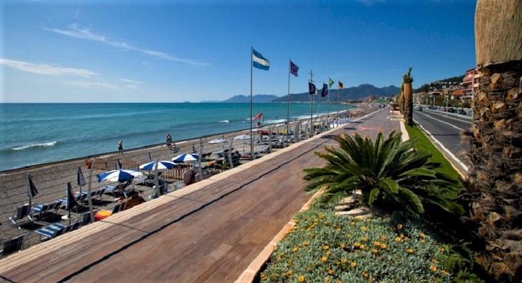 De stranden van Pietra Ligure behoren tot de mooiste van Ligurië