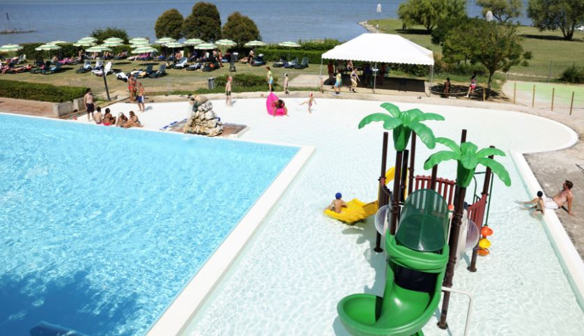 Camping Polvese zwembad